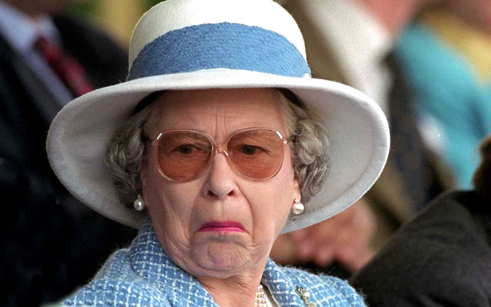 Regina Elisabetta e Carlo lasciano Londra, il trono adesso è di William