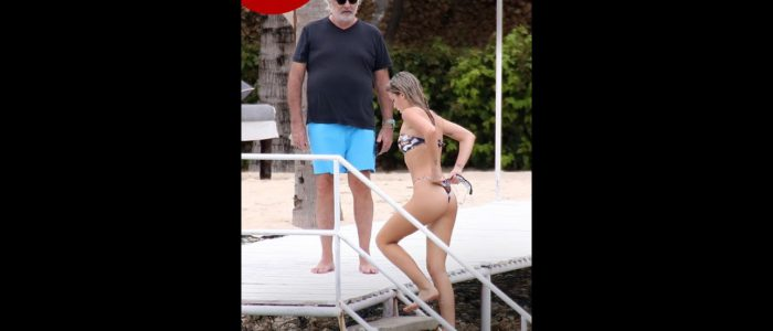 Flavio Briatore al suo fianco una donna di appena 20anni