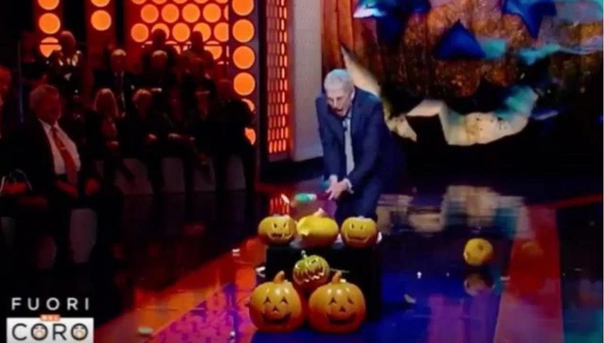 """Mario Giordano fa a pezzi le zucche di Halloween in TV: """"Non è una festa nostra"""""""