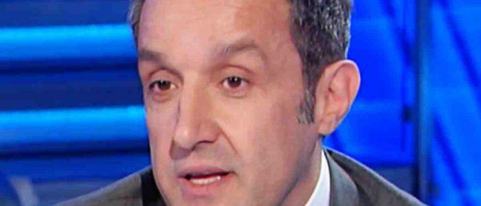 Flavio Insinna lettera a L'Eredità    sorpresa commovente in studio