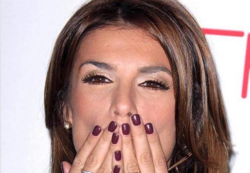 """""""Ogni commento è superfluo"""". Elisabetta Canalis, foto da crepacuore: senza trucco e col seno che """"esplode"""""""