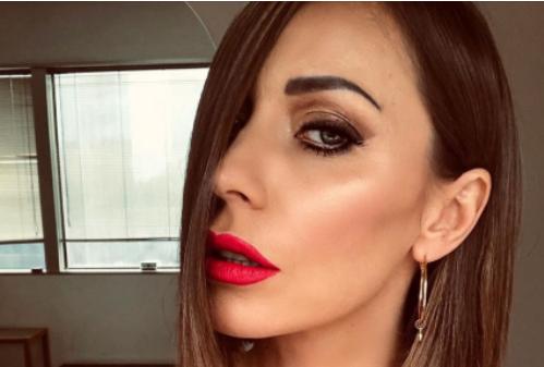 Karina Cascella, incidente sexy: l'abito è troppo corto e si vede tutto