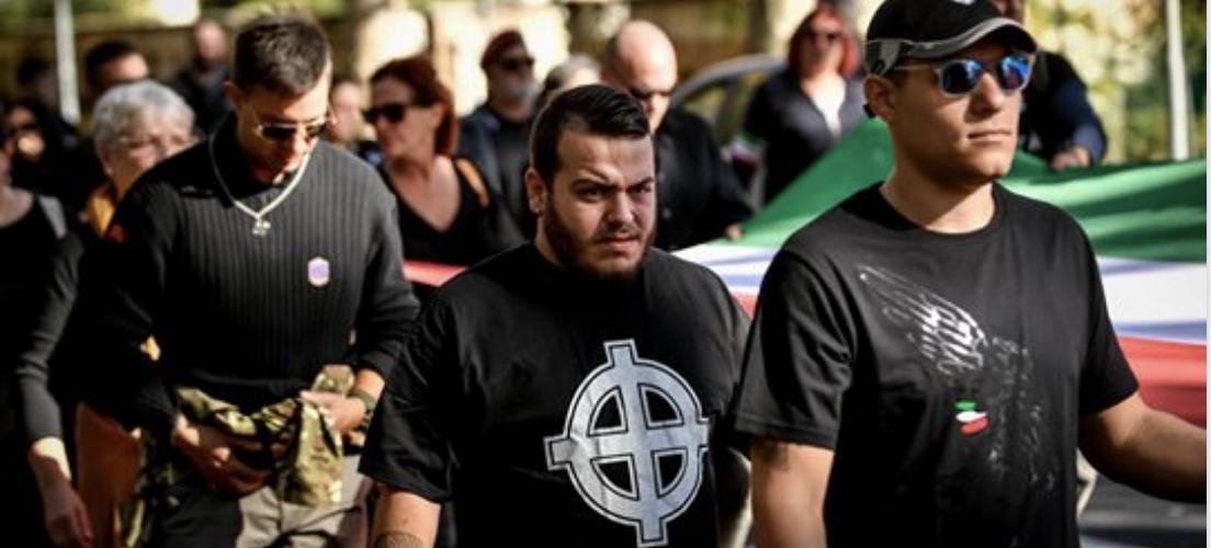 Oltre la metà degli italiani giustifica gli atti razzisti: l'odio in crescita specialmente sul web