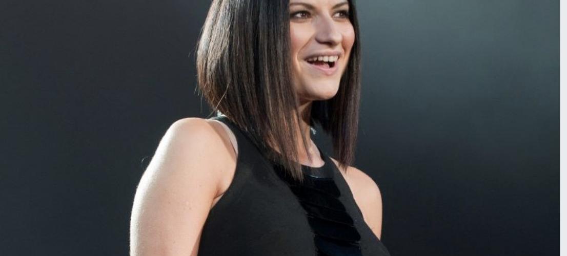Laura Pausini è la cantante più pagata al mondo. Ecco quanto guadagna in un anno (ci viene da svenire). La cifra è astronomica