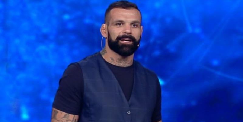 Alessio è uno dei presentatori di 'Tu Sì Que Vales', la fidanzata è un volto noto di Canale 5
