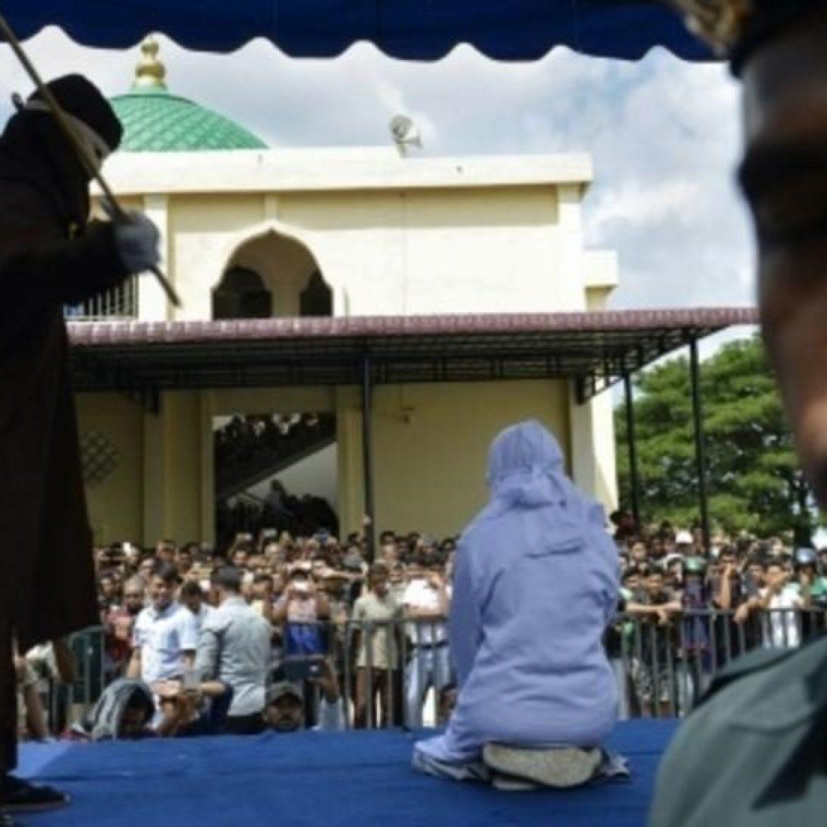 Ha rapporti prima del matrimonio: condannato a 100 frustate, sviene durante la punizione