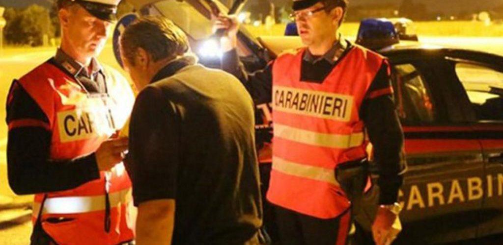 Rifiuta l'alcoltest e scappa nel bosco, si perde ed è costretto a chiamare i Carabinieri