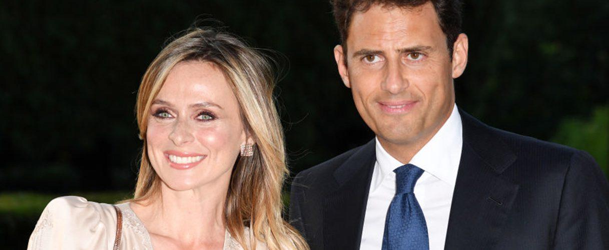 Serena Autieri e  Enrico Griselli, i due sono stati sorpresi in giro per Roma e sono apparsi molto affiatati. Innamoratissimi