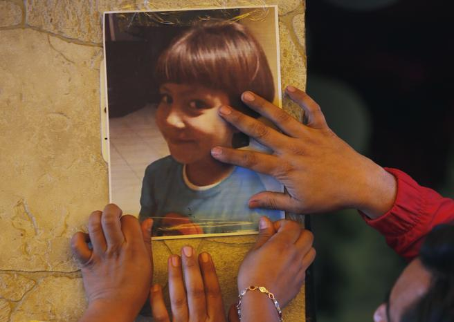 Donna rapisce una bambina, la violenta e poi la uccide