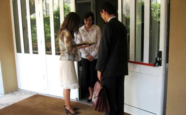 """""""Chi sono veramente"""". Testimoni di Geova, ecco il lato oscuro della setta"""