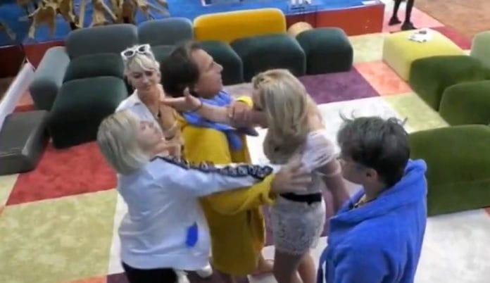 Grande Fratello VIP: Antonella Elia e Valeria Marini arrivano alle mani