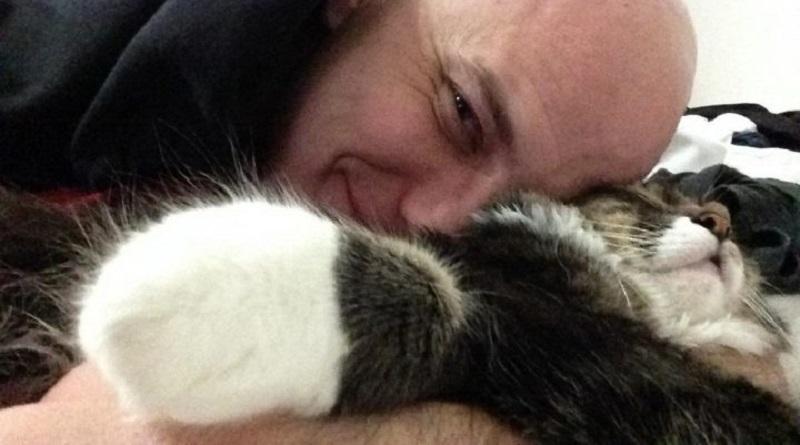 """La fidanzata gli impone un Aut Aut: """"O me o il gatto"""". Lui sceglie il gatto"""