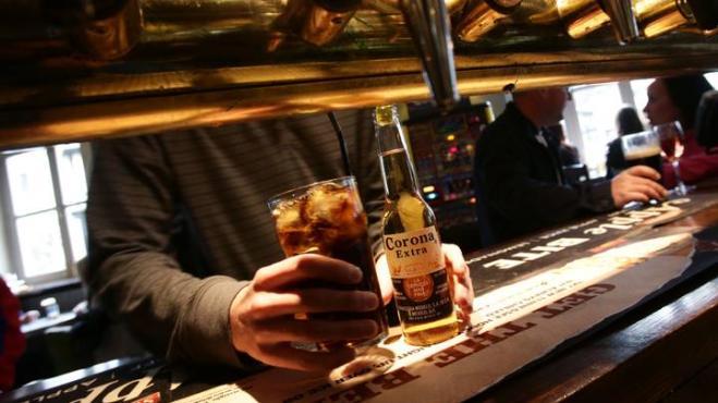 La società dietro la birra Corona perde 170 milioni di dollari a causa del Coronavirus!