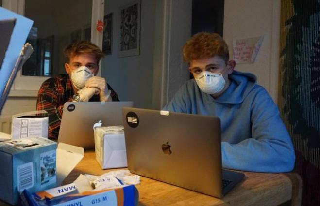 Coronavirus: due studenti guadagnano più di 11mila euro vendendo maschere