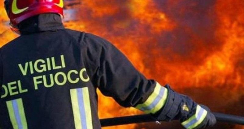Incendio in palazzina: persone in fuga ed evacuazione immediata per 30 famiglie