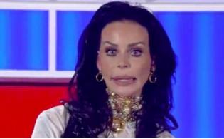 """Nina Moric è malata, il suo post: """"Mi sto facendo curare"""""""
