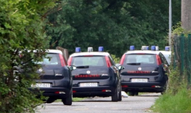 Tenta di bloccare uomo che 'evade' dalla zona rossa, anziano ucciso a colpi