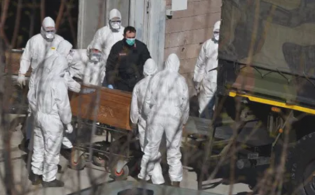Bergamo, i medici dell'ospedale: «Epidemia fuori controllo, gli anziani non vengono più rianimati» - Notizie 24 ore