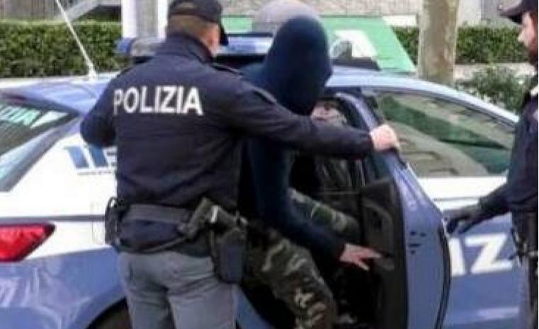 Ladro massacrato di calci durante l'arresto, condannati due poliziotti: gli ruppero la milza