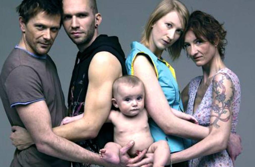 Cosa succede ad un bambino nato con due genitori gay