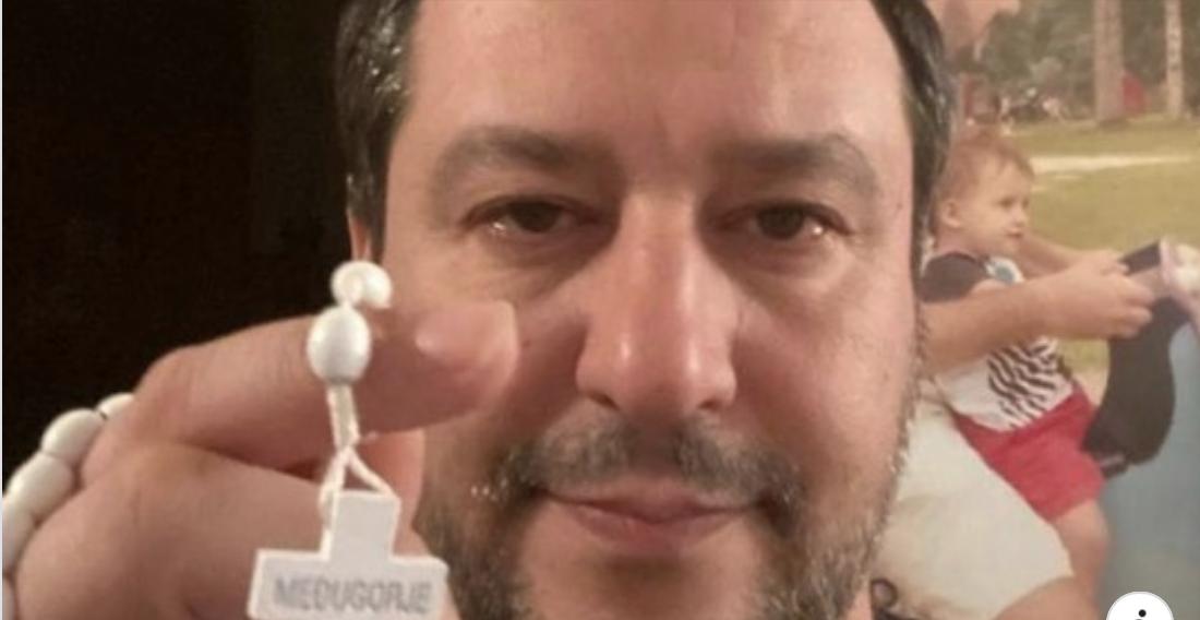 """Salvini non ritratta sulla preghiera in diretta: """"Ne sono orgoglioso alla faccia di chi mi insulta"""""""