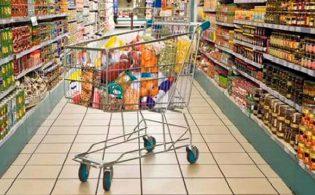 Livorno shock, il commesso chiede di rispettare le distanze di sicurezza: cliente gli rifila un pugno in faccia