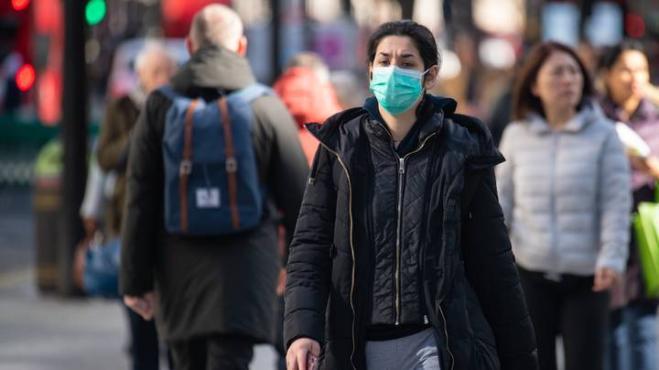 Londra: volontari si fanno infettare dal coronavirus nel tentativo di trovare il vaccino.
