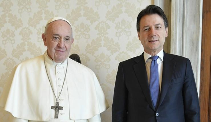 """Il papa smorza le polemiche della Cei: """"Dobbiamo tutti obbedire alle disposizioni"""""""
