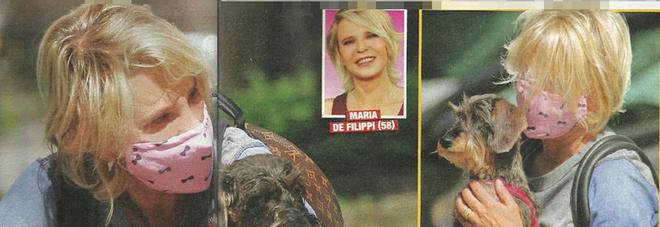 Maria De Filippi in mascherina: in giro con il suo cane, la sua bassotta Filippa