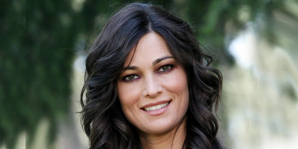 Manuela Arcuri parla di nozze e non rinnega gli amori del passato