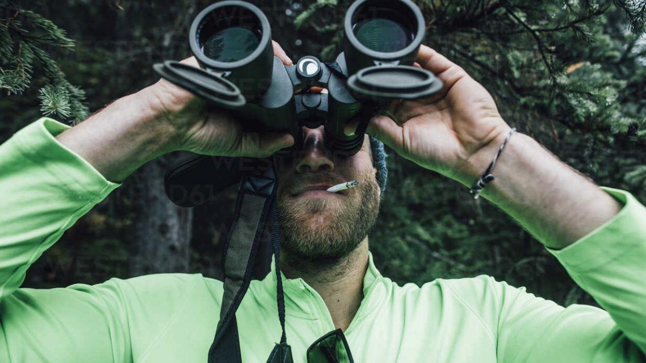 Peeping Tom cosa significa? Ecco il significato di questa espressione inglese